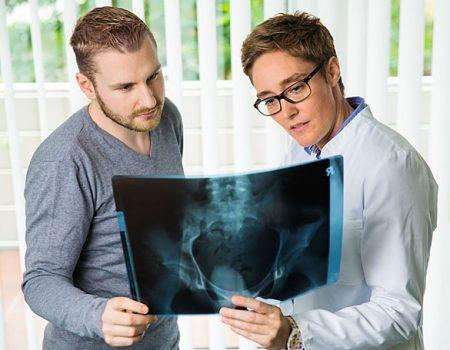 Dr_Bettina_Kiel_Patient_Roentgenbild